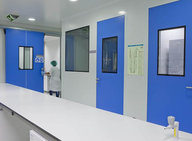 Portas salas limpas garantia segurança dentro instalação